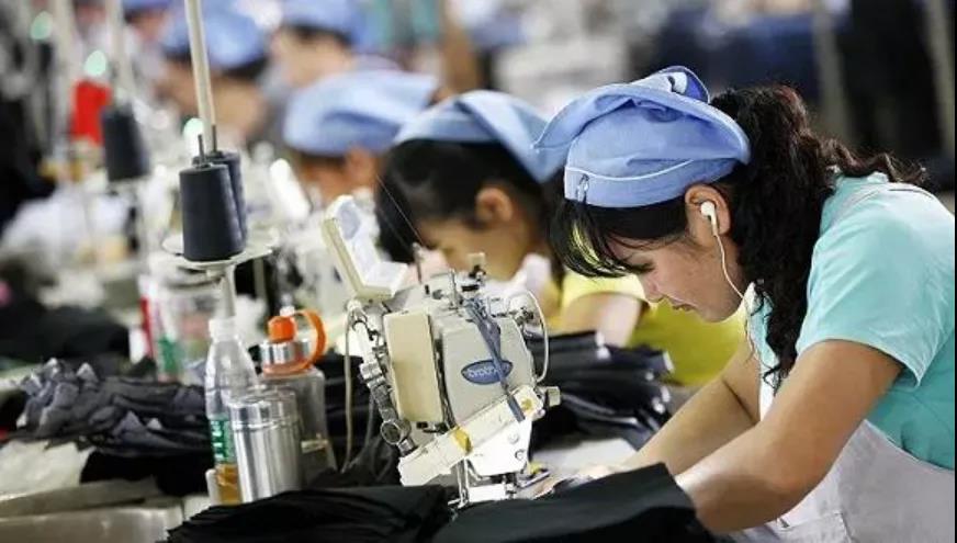 """欧美企业要""""跑路""""?东南亚几十万服装工人或失业"""