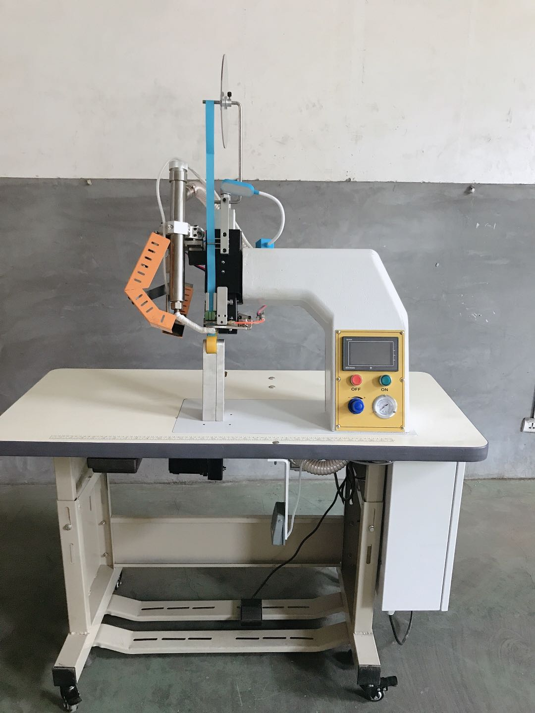 [protective clothing hot sealing machine] good quality, fast glue pressing speed, hurry to arrange!