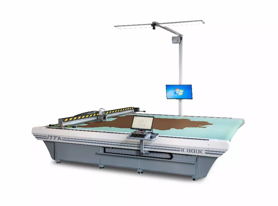 精准切割45尺以上整张牛皮——IC800SC 智能振动刀皮革切割机