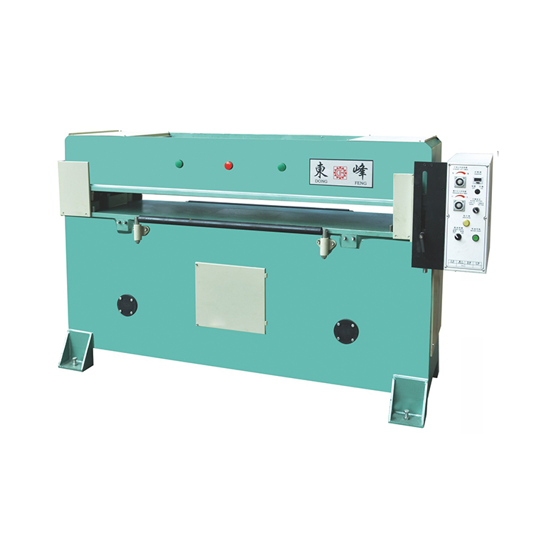 Small noise, simple operation, but also efficient to play the work of leather cutting machine!