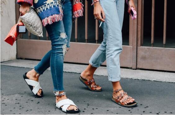 夏天到了,时尚又舒适的拖鞋出街非软木鞋不可!
