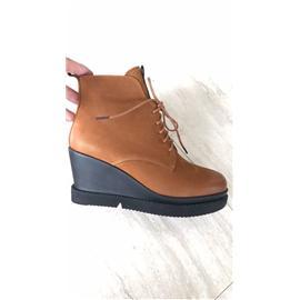 孖仔皮商行珠光磨砂,厚度1.0一1.2.皮面珠光发亮,带小小摔纹适合于鞋子和包包!