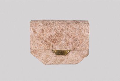 又一种突破性的皮革替代材料问世了!可持续的皮革材料,更柔软、耐用..