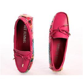 时?#34892;?#38386;鞋红色