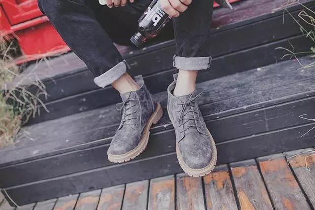工装鞋搭配牛仔裤的时尚,带你走遍无限风光