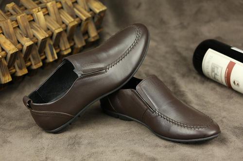 济南鞋匠做出56个民族微型皮鞋