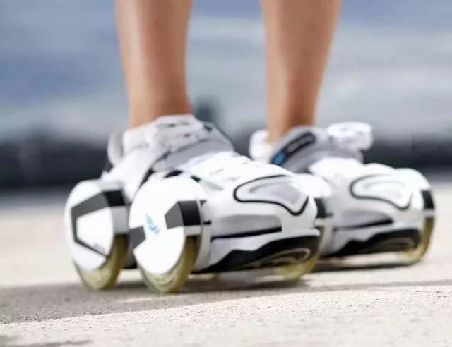 一款轮滑鞋套 无需脱鞋 套上就能跑