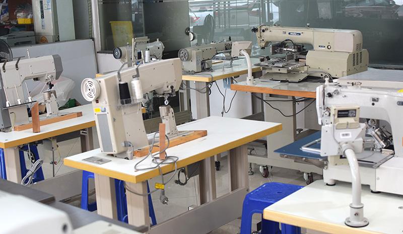 缝纫机器人:看机器人如何与缝纫机配合制作出一件T恤