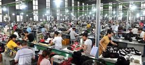 【国内资讯】西部鞋都投产,外出务工人员陆续回乡,促进了资阳两地鞋业的发展