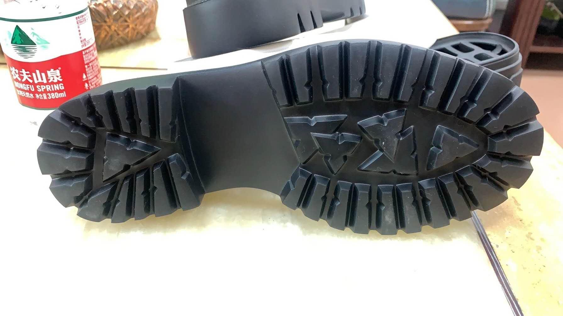 【爆款推出】鞋底厂家,找鑫润!