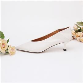 2018新款上市时尚简约米白色水染软胎牛高跟鞋