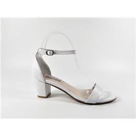 女式真皮凉鞋