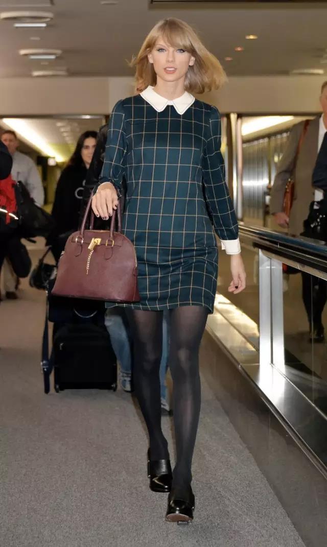 长裤+靴子更适合秋冬,难怪她穿的那么漂亮!