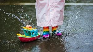 【护理】雨天鞋子易泡水,这样保养最实用