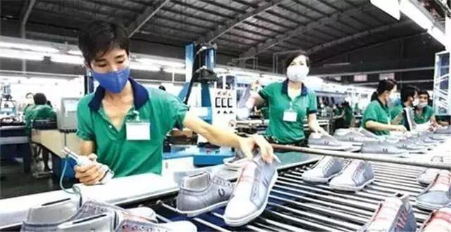 你在越南鞋厂上班?快看看2019年你又要涨多少工资