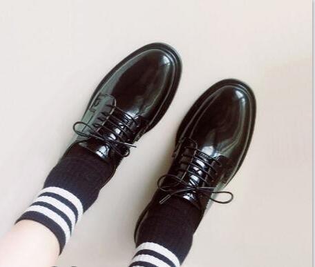 漆皮鞋划痕怎样处理?
