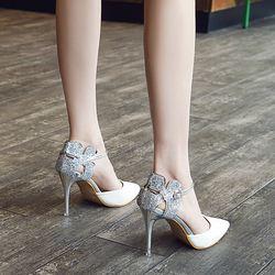 女人之所以爱穿细跟鞋,是因为它处处宣扬着时尚!