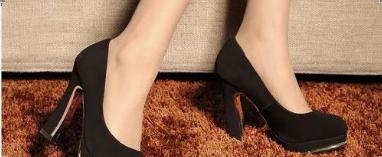 浅口高跟鞋 | 视觉上拉伸腿部比例,展现女性高雅魅力