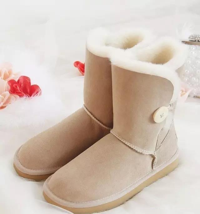 雪地靴掉色后该怎么处理?