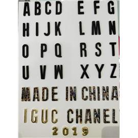 广州市意昂辅料英文字母水钻数字塑胶铆钉可用于拖鞋凉鞋箱包头饰品等等产品上用途广泛,