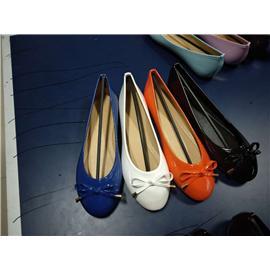 工厂全年生产女单鞋出口非洲及东南亚国家