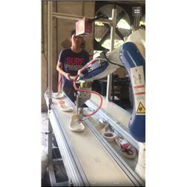 基于机器人运用的鞋业设备