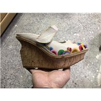 专业生产民族特色真皮女鞋图片
